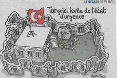 """010 - Plantu: """"Turchia, Tolto lo stato d'emergenza"""", """"Le Monde"""", 20-7-18"""